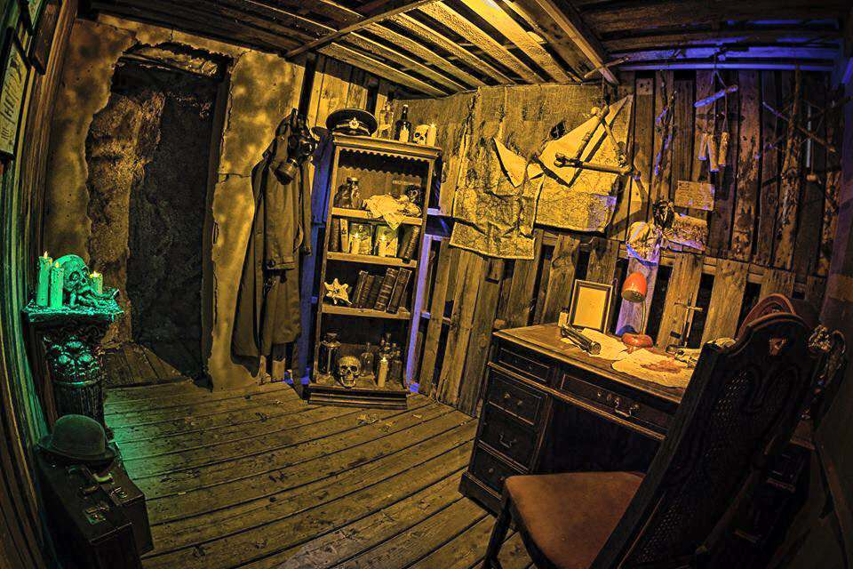 Halloween countdown post 6 dc s select international for Halloween haunted room ideas