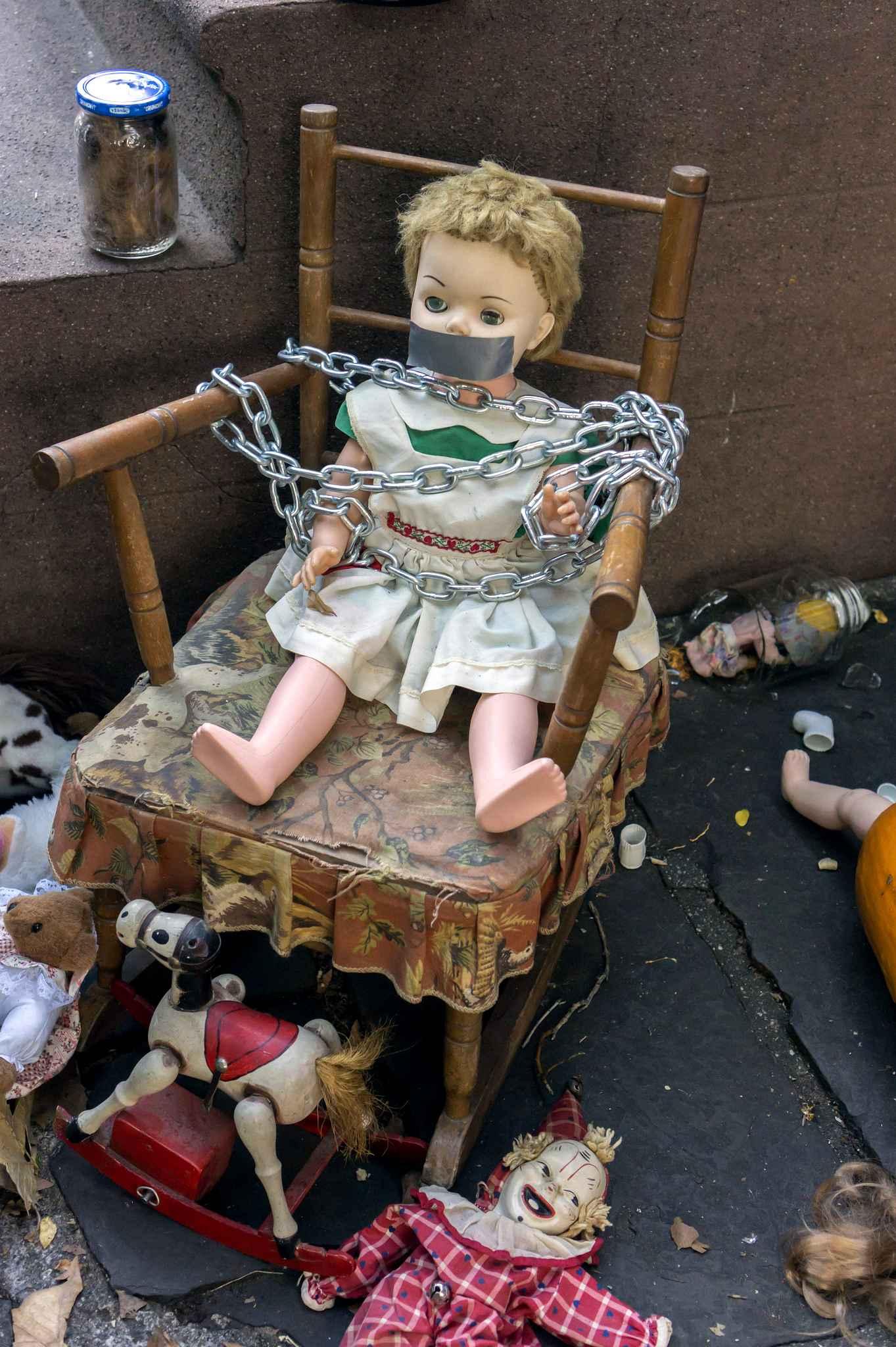 gruesome-halloween-display-is-4907-diaporama
