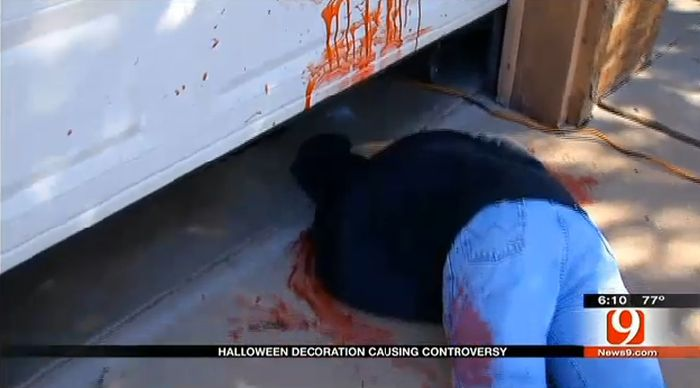 halloween-decorations-causing-controversy-pics-_tyb7