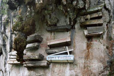hanging-coffins-cemetery-in-sagada