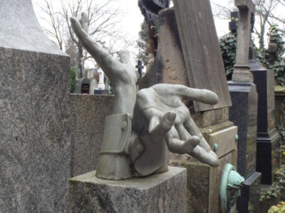 hands-on-a-grave-at-vysehrad